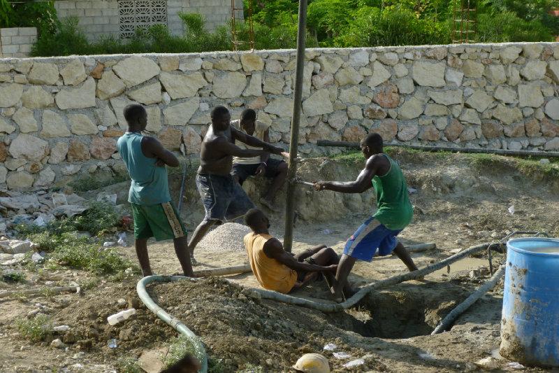 Costruzione pozzi acqua potabile ad Haiti